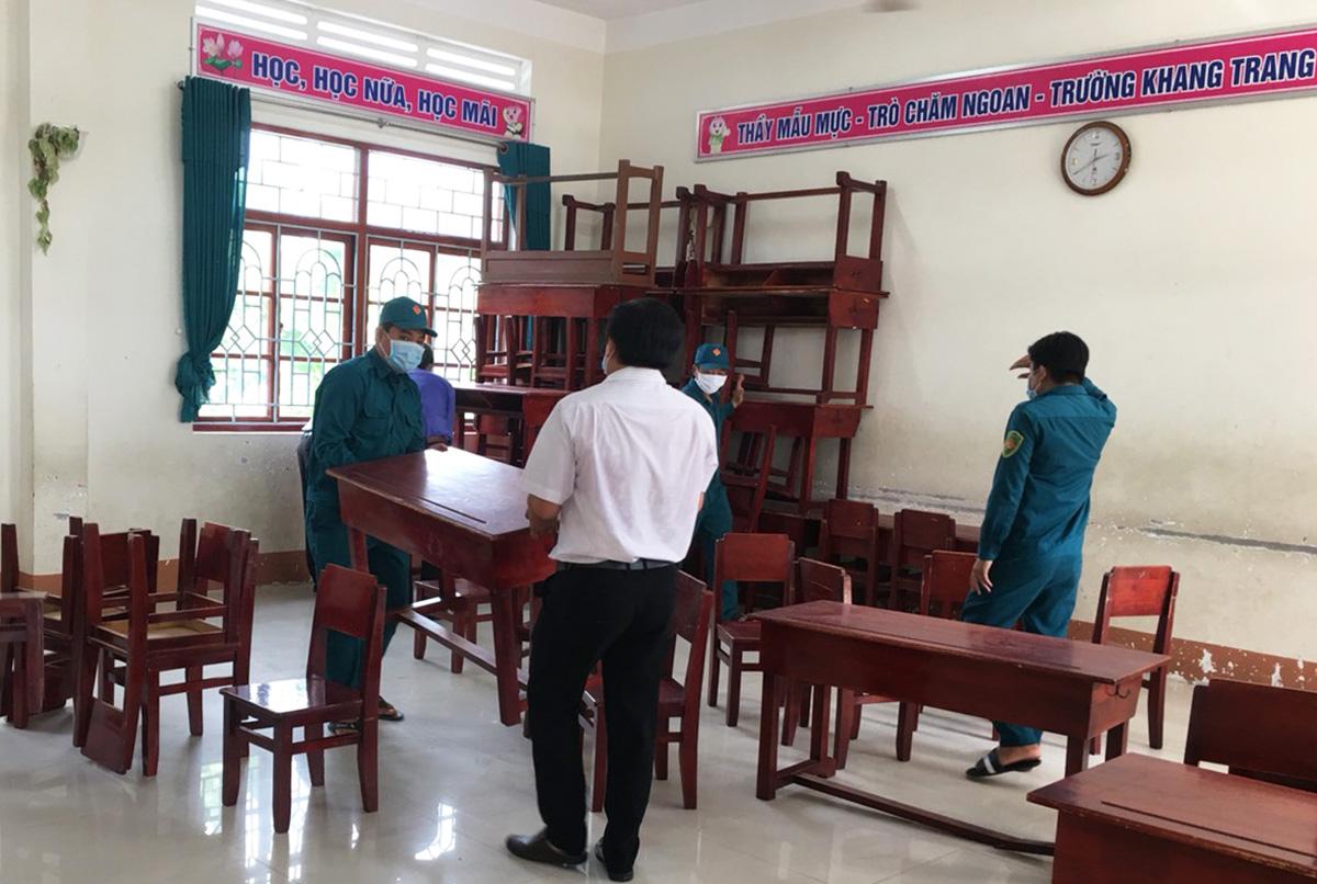 Trường học ở huyện Tháp Mười, Đồng Tháp, được trưng dụng chuẩn bị chỗ cách ly cho người dân về quê. Ảnh: Ngọc Tài