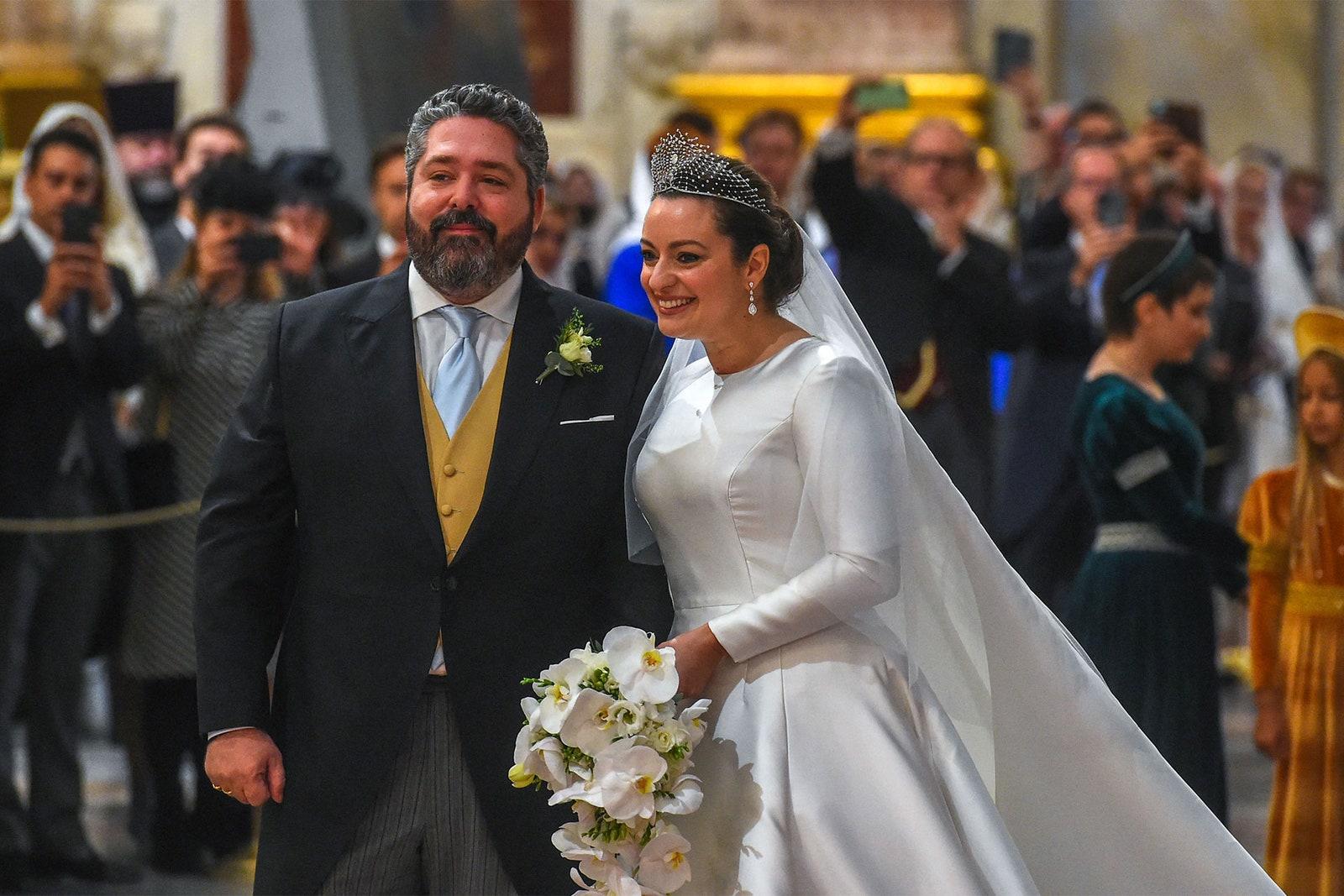 Đám cưới của Đại công tước George Mikhailovich Romanov, 40 tuổi, và hôn thê người Italy Victoria Romanovna Bettarini, 39 tuổi, hôm 1/10 tại nhà thờ St. Isaac ở St. Petersburg. Ảnh: AFP