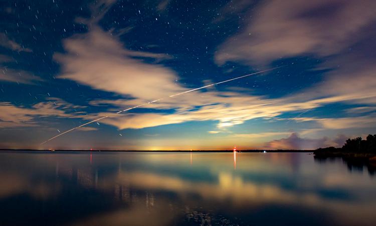 Tàu Dragon CRS-23 bay qua bầu trời sau khi rời khỏi Trạm Vũ trụ Quốc tế (ISS). Ảnh: SpaceX