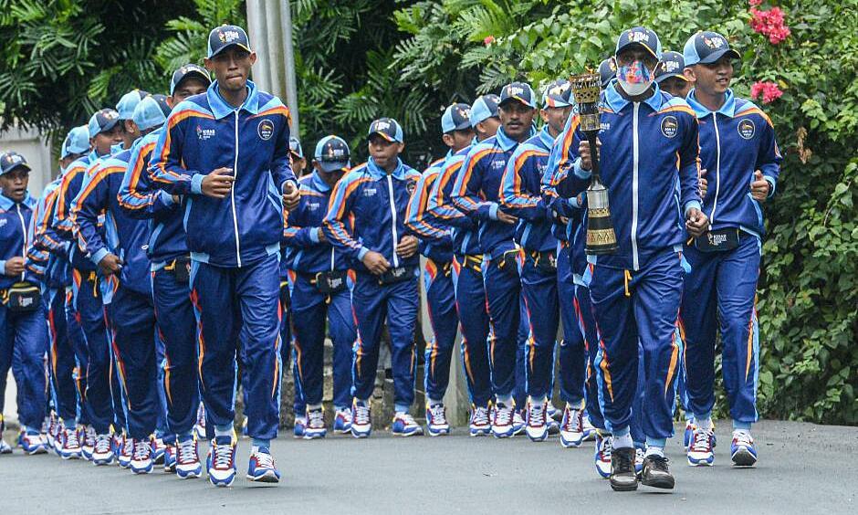 Lễ rước đuốc Tuần lễ Thể thao Quốc gia Indonesia tại thành phố Jayapura, Papua ngày 1/10. Ảnh: ANTARA FOTO.