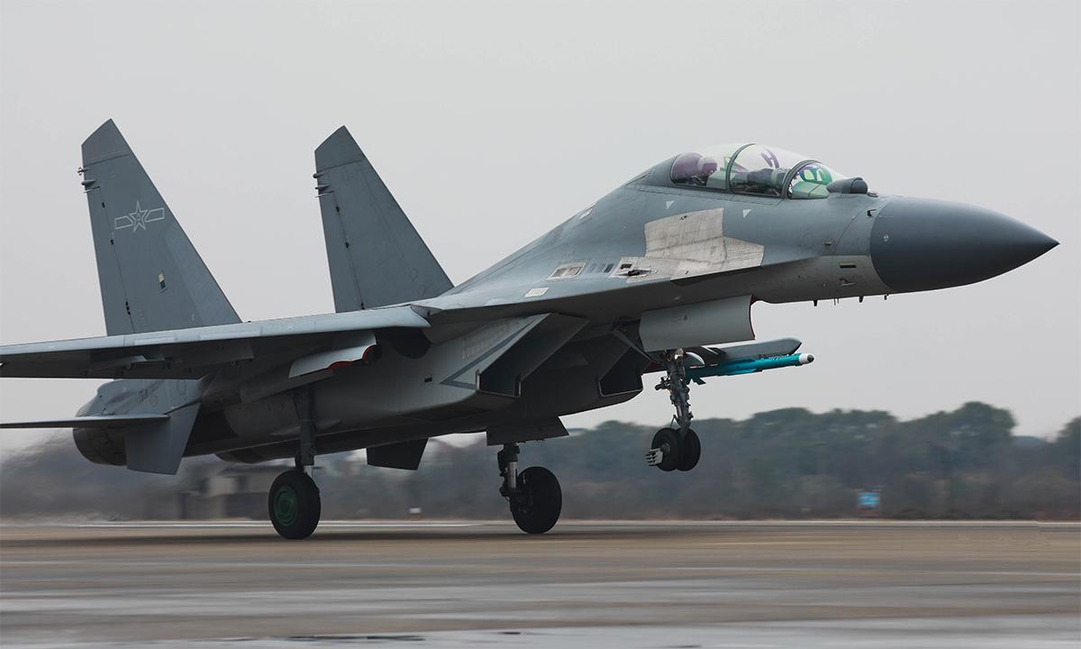 Tiêm kích J-16 thuộc biên chế Bộ Tư lệnh Chiến khu phía Đông của Trung Quốc chuẩn bị cất cánh trong buổi huấn luyện tháng 2/2019. Ảnh: PLA.