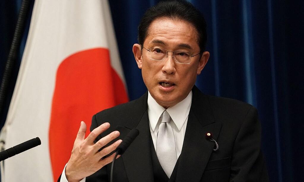 Tân thủ tướng Nhật Bản Fumio Kishida phát biểu trong cuộc họp báo tại dinh thủ tướng ở Tokyo hôm nay. Ảnh: AFP