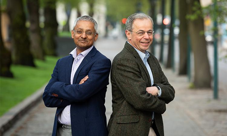 Shankar Balasubramanian (trái) và David Klenerman phải). Ảnh: Millennium Technology Prize