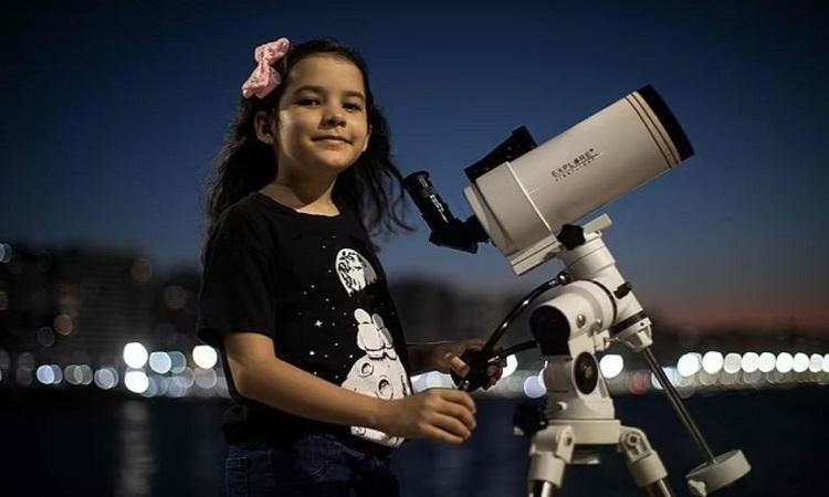 Nicole Oliveira có ước mơ trở thành kỹ sư hàng không vũ trụ trong tương lai. Ảnh: AFP