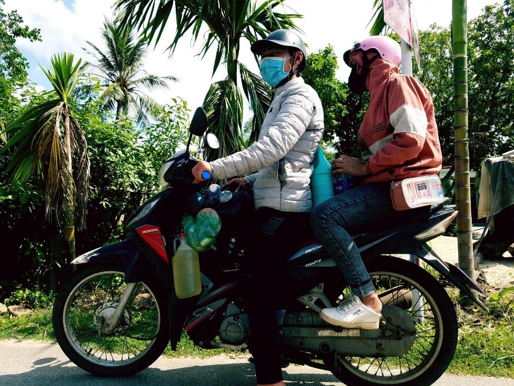 Hàng nghìn người đi xe máy hơn nghìn km để về quê - 1