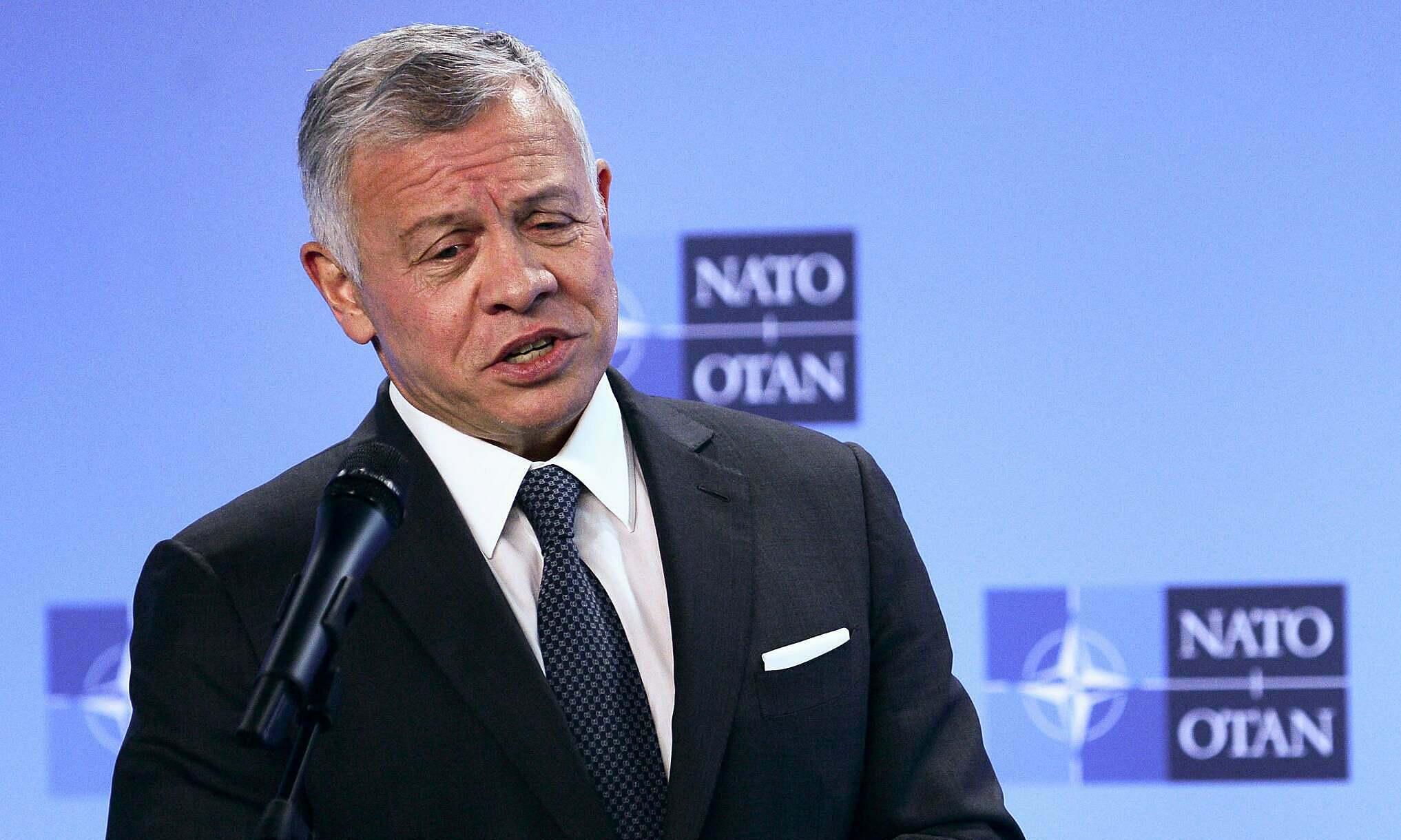 Nhà vua Jordan Abdullah II phát biểu tại Brussels vào tháng 5 trong cuộc họp với Tổng thư ký NATO Jens Stoltenberg. Ảnh: AP.