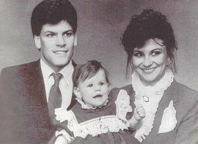 Đặc vụ FBI Mark Putnam và vợ con. Ảnh: TV Crime Sky