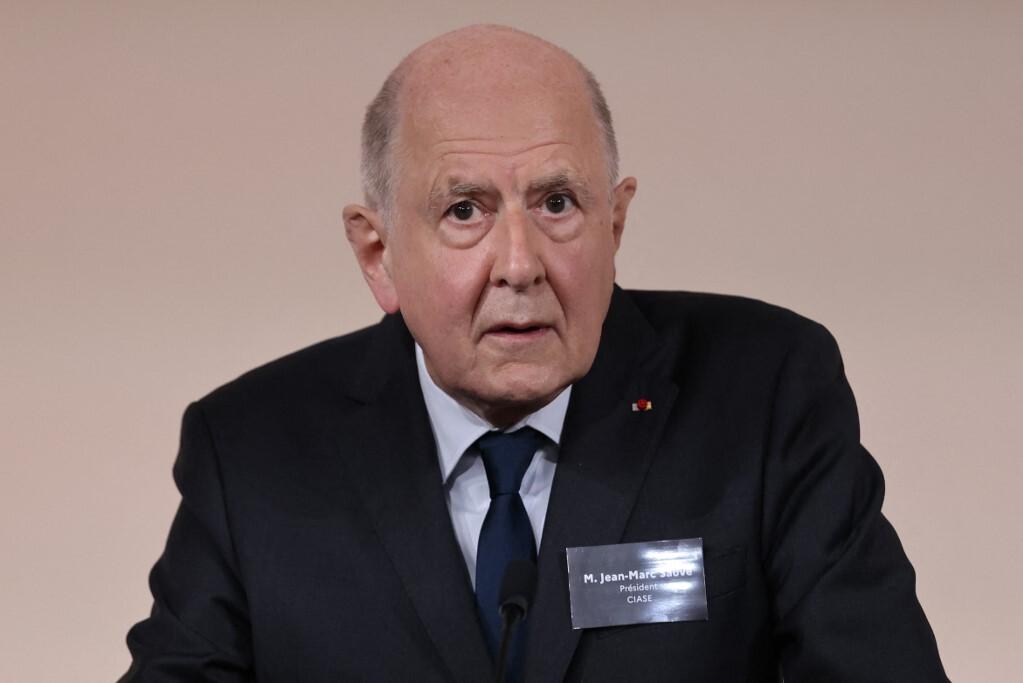 Chủ tịch ủy ban điều tra Jean-Marc Sauve tại cuộc họp báo ở Paris, Pháp ngày 5/10. Ảnh: AFP.
