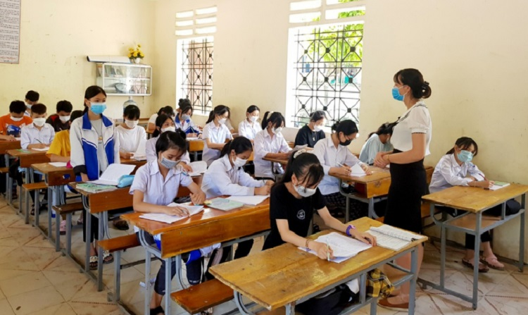 Học sinh trường THPT Công nghiệp Việt Trì (Phú Thọ) học theo thời khóa biểu chính khóa vào buổi chiều thứ 2, 4, 6 hàng tuần để đẩy nhanh chương trình năm học. Ảnh: Cổng thông tin điện tử tỉnh Phú Thọ