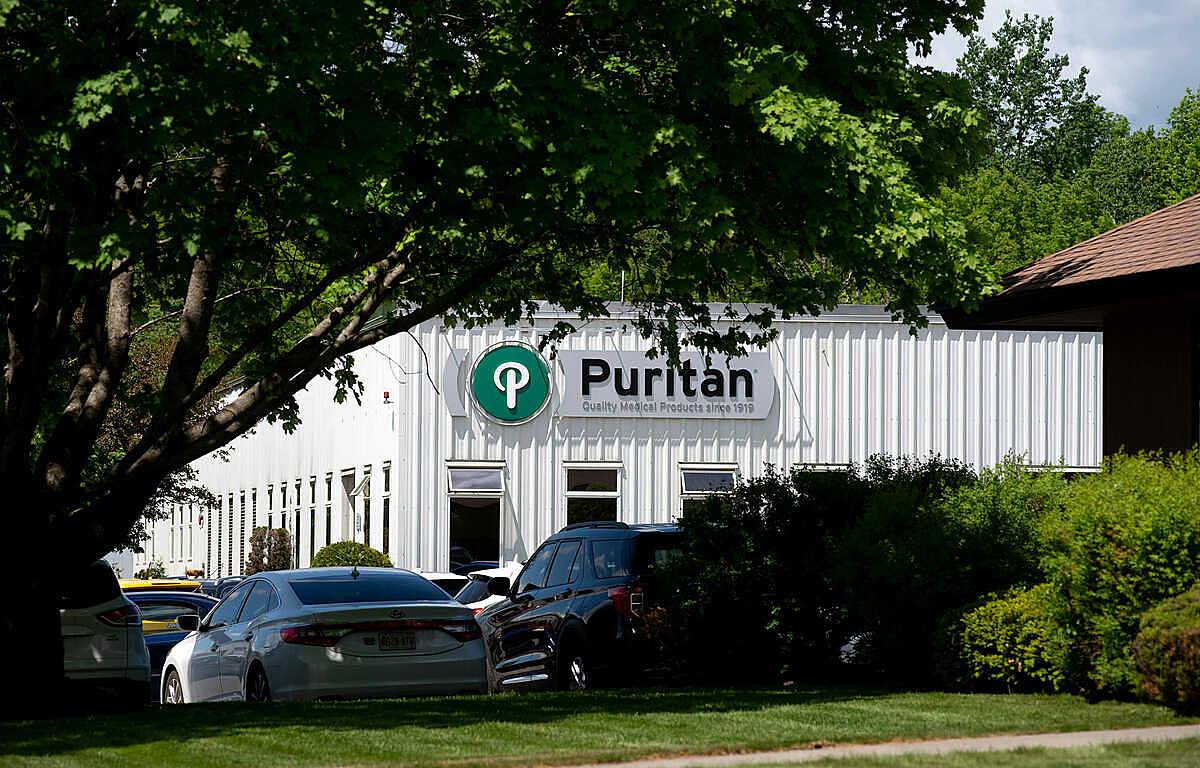 Puritan Medical Products được Inc. đánh giá là Nhà sản xuất quan trọng nhất trên thế giới năm 2020 với sản lượng các sản phẩm y tế đặc biệt quan trọng trong dịch Covid-19. Ảnh: Bangor Daily News