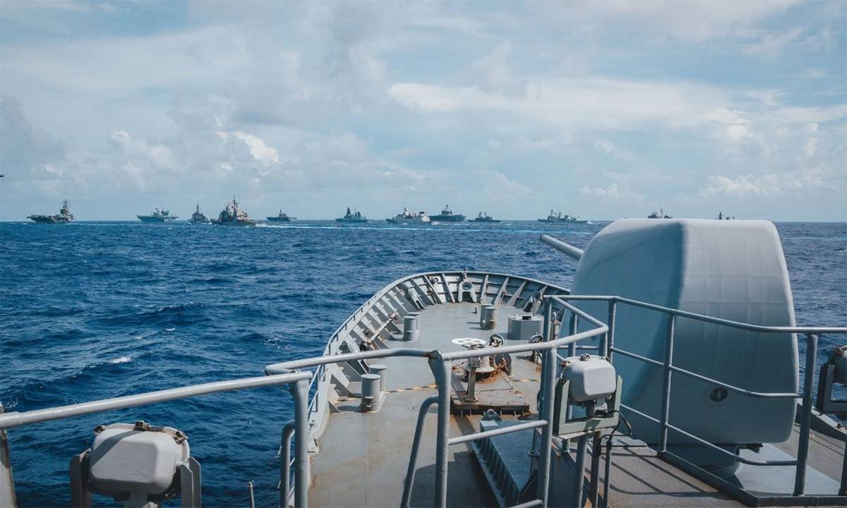Hộ vệ hạm HMZNS Te Kaha của New Zealand tham gia diễn tập chung cùng 16 chiến hạm của 5 nước trên Biển Philippines ngày 3/10. Ảnh: Phòng vệ New Zealand.