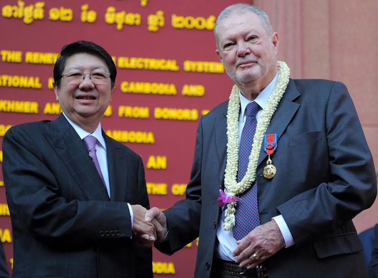 Nhà sưu tầm cổ vật Khmer người Anh