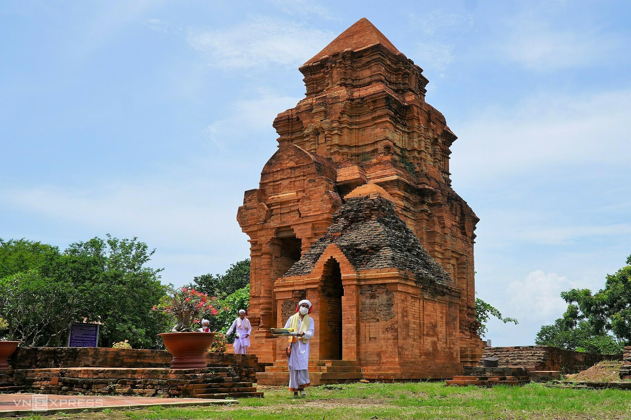 Tháp Chăm Pô Sha Inư (Phan Thiết) vắng lặng trong ngày lễ Katê, năm 2021. Ảnh: Việt Quốc
