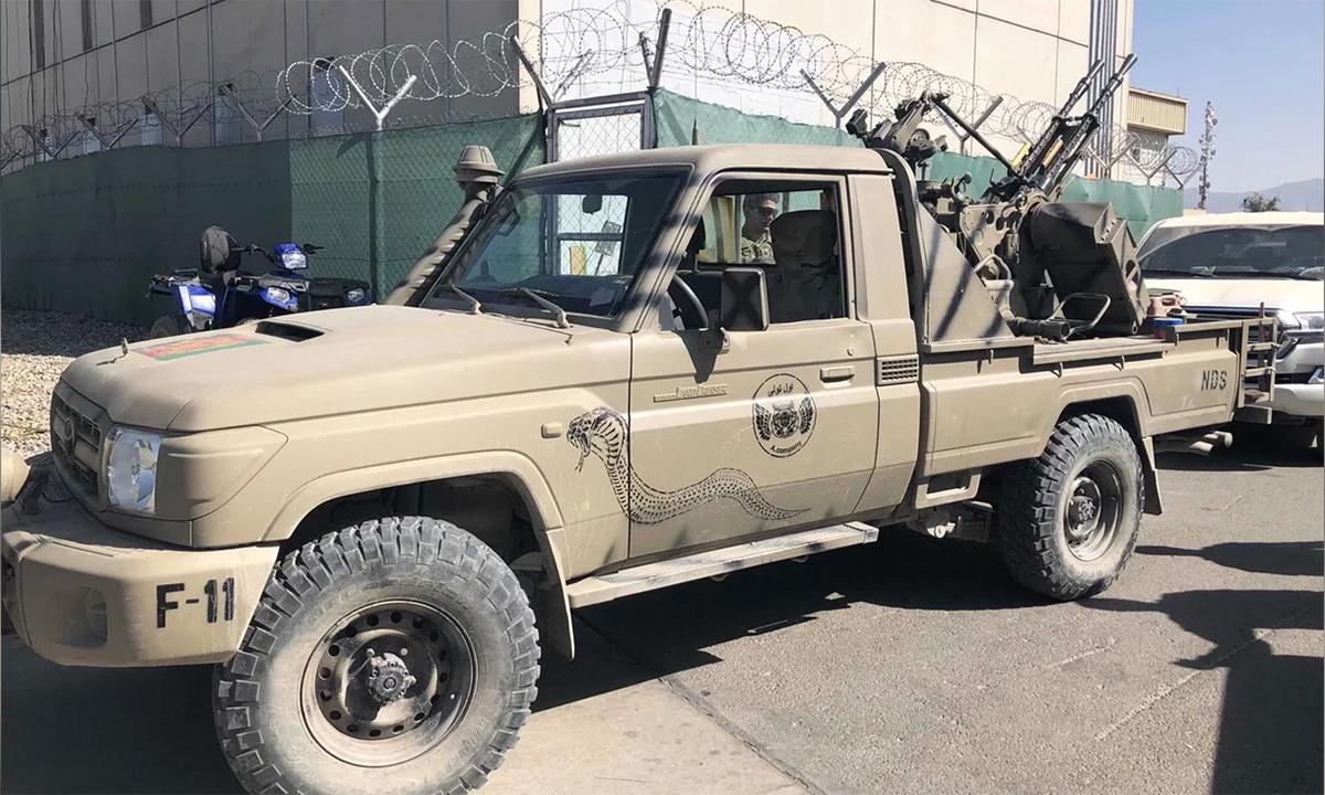 Xe tải gắn pháo phòng không ZPU-2 được binh sĩ Mỹ dùng đẻ thị uy trước Taliban tại sân bay ở thủ đô Kabul, Afghanistan hối tháng 8. Ảnh: US Army.