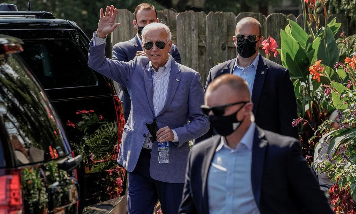 Tổng thống Joe Biden (giữa) tại Wilmington, Delaware, Mỹ hôm 3/10. Ảnh: Reuters.