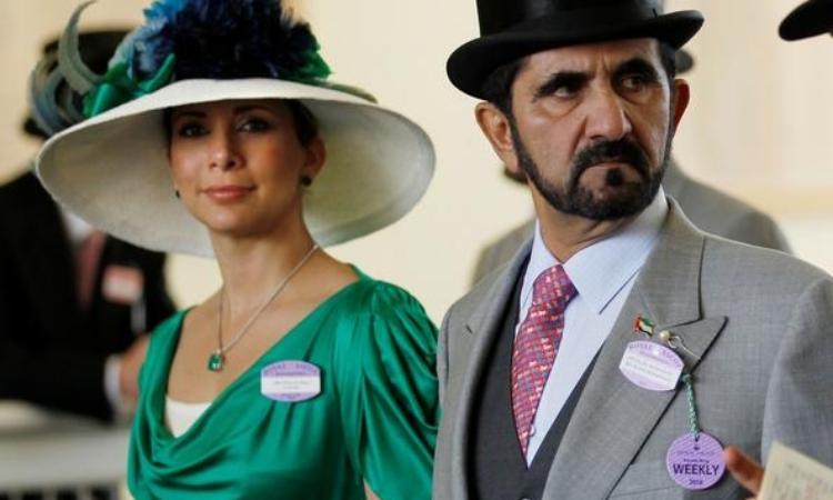 Tiểu vương Dubai Sheikh Mohammed bin Rashid al-Maktoum (phải) và vợ cũ Haya bint Al-Hussein tại một sự kiện ở Anh năm 2010. Ảnh: Reuters.