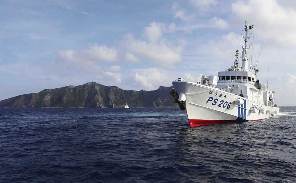 Một tàu của Lực lượng Tuần duyên Nhật Bản tại đảo Uotsuri, thuộc quần đảo Senkaku/Điếu Ngư, năm 2013. Ảnh: Reuters.