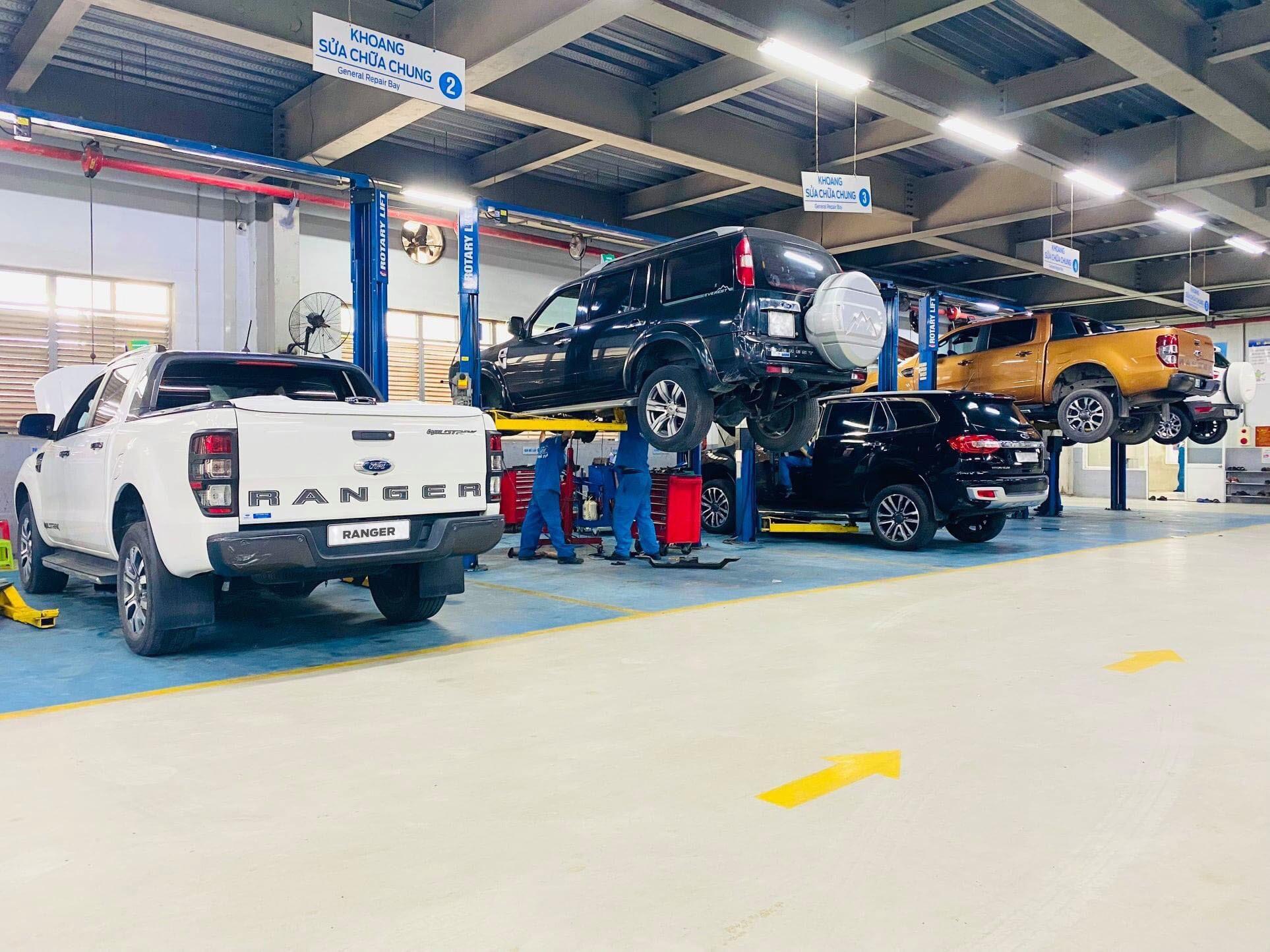 Khu vực sửa chữa tại một đại lý của Ford Việt Nam.
