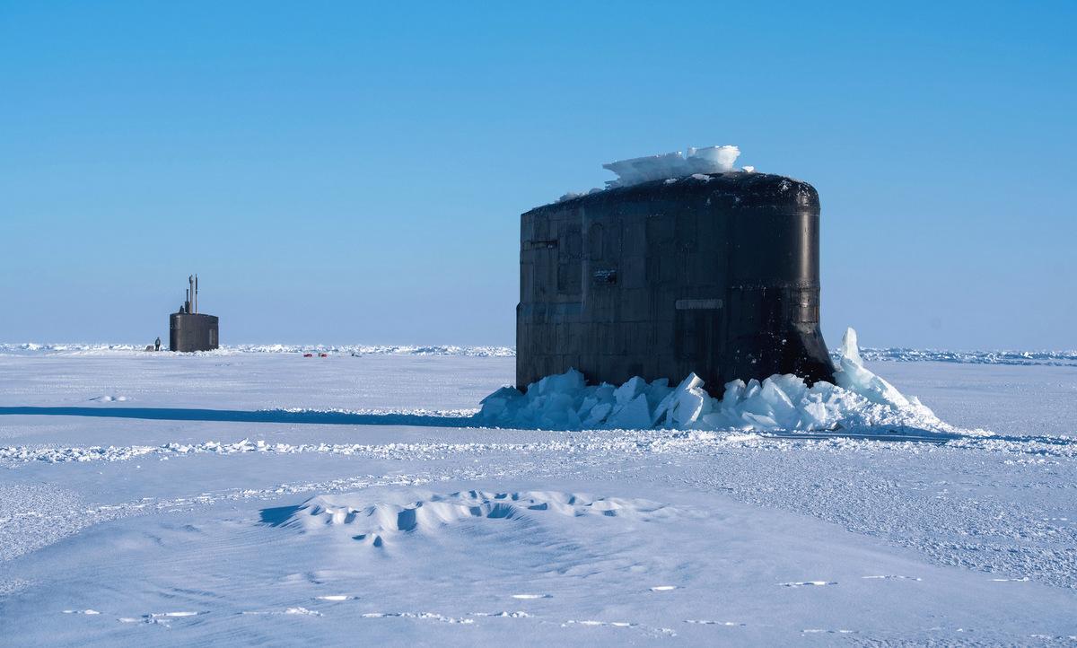 USS Connecticut (trước) và USS Hartford trong một cuộc diễn tập ở Bắc Cực năm 2018. Ảnh: US Navy.