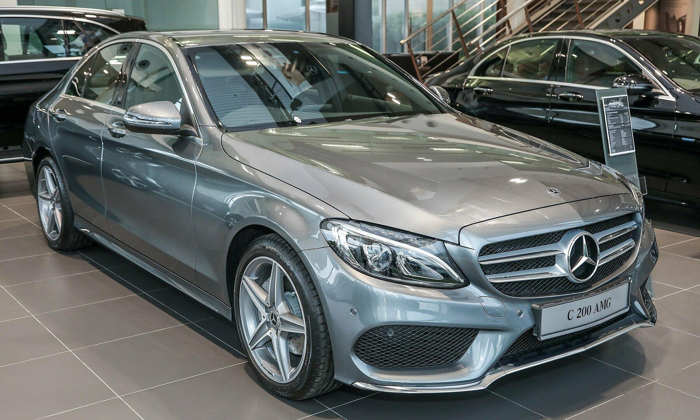 Mẫu C200 tại lý ở Mercedes. Ảnh: Paultan