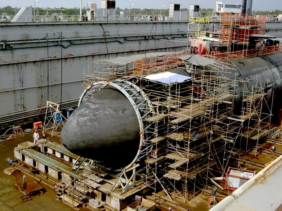 Vòm thép được lắp ở mũi hồi tháng 5/2005 để USS San Francisco có thể trở về Mỹ. Ảnh: US Navy.