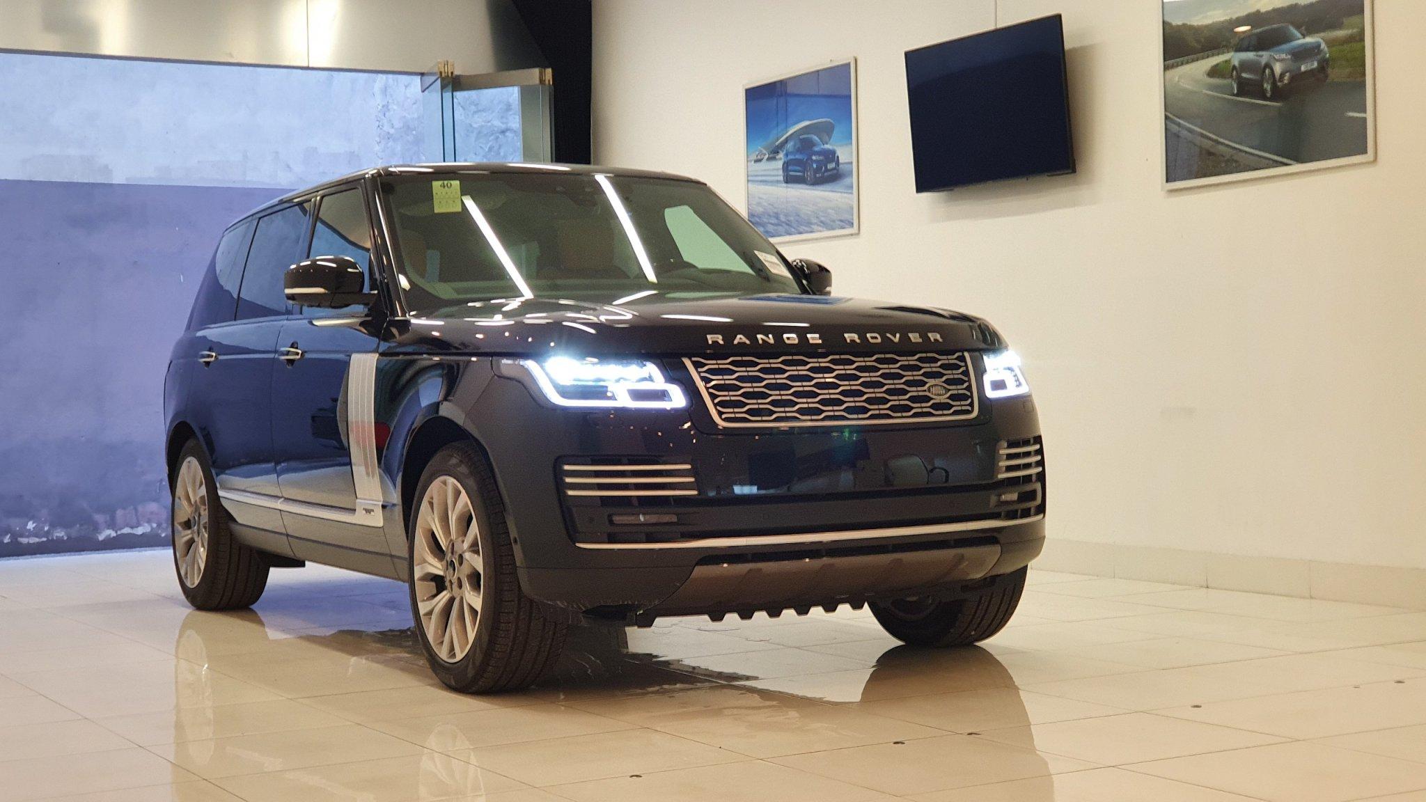 Một mẫu Range Rover Autobiography được trưng bày tại showroom cũ. Ảnh: Đại lý Land Rover