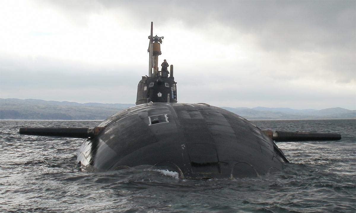 Tàu ngầm Kostroma với số 1 trên tháp chỉ huy. Ảnh: BQP Nga.