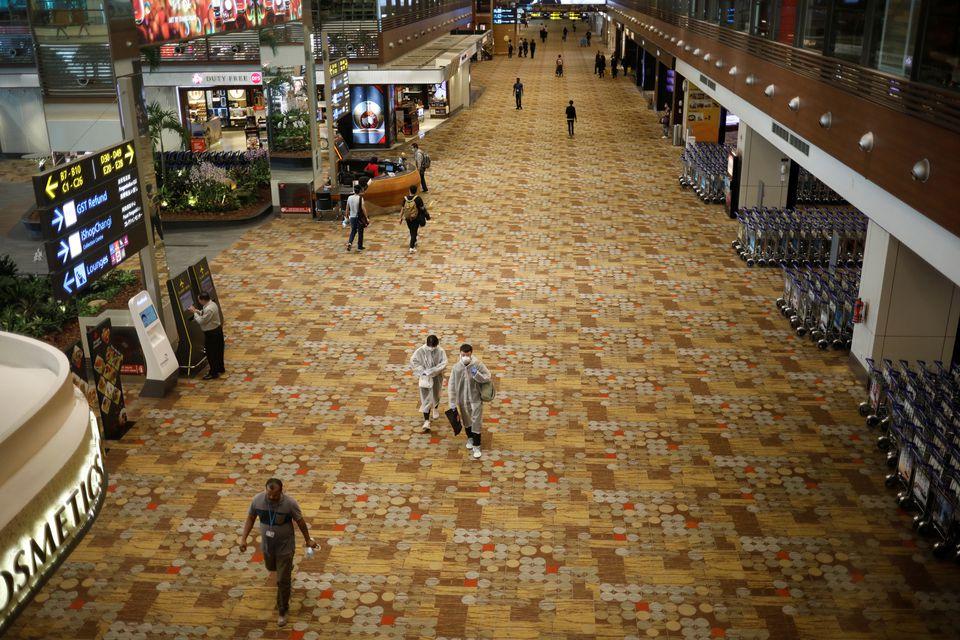 Bên trong sân bay quốc tế Changi ở Singapore ngày 30/3/2020. Ảnh: Reuters