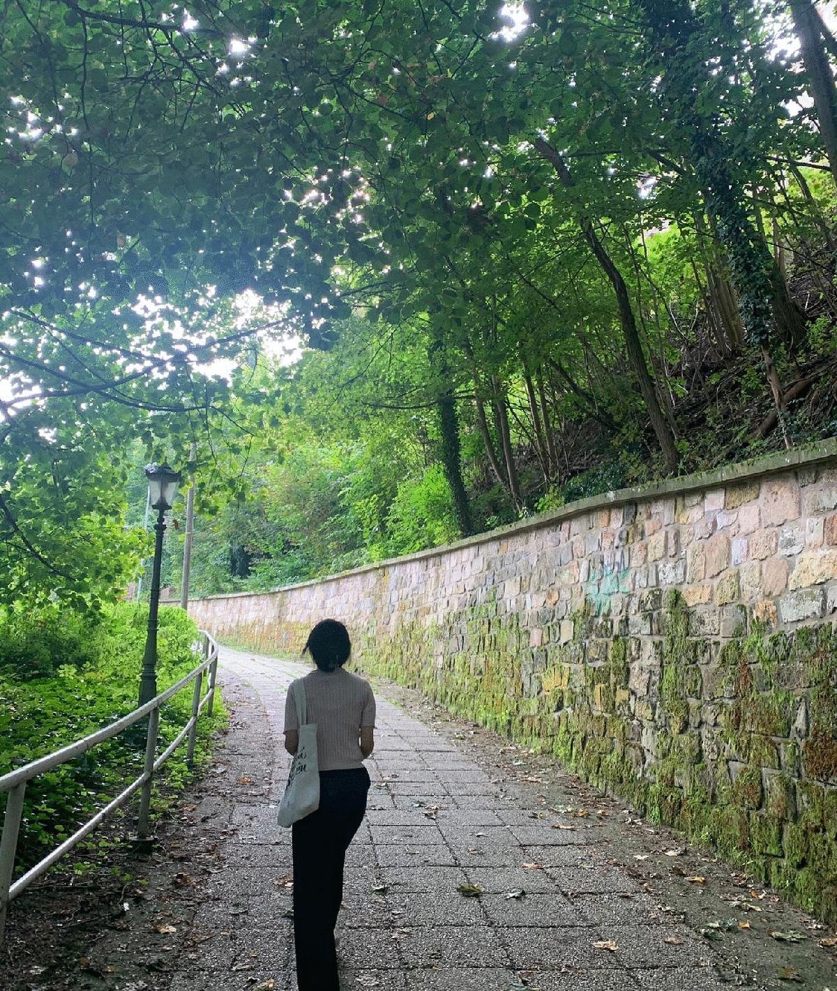 Thanh Tâm vẫn thường đi bộ ra ngoài khi k