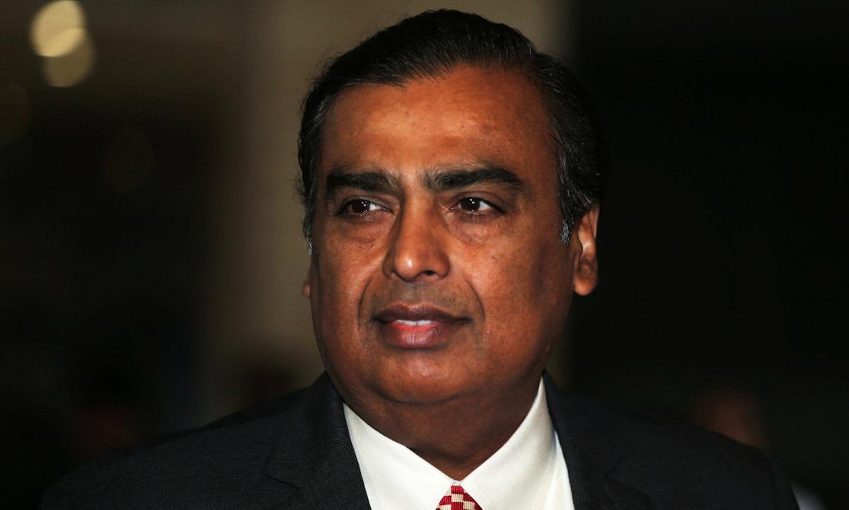 Tỷ phú Mukesh Ambani tại sự kiện ở Mumbai, Ấn Độ vào tháng 7/2018. Ảnh: Reuters.