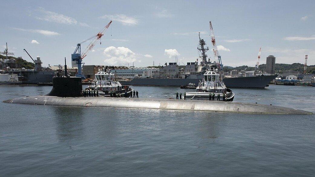 Tàu ngầm tấn công hạt nhân USS Connecticut cập quân cảng Yokosuka, Nhật Bản hồi cuối tháng 7. Ảnh: US Navy.
