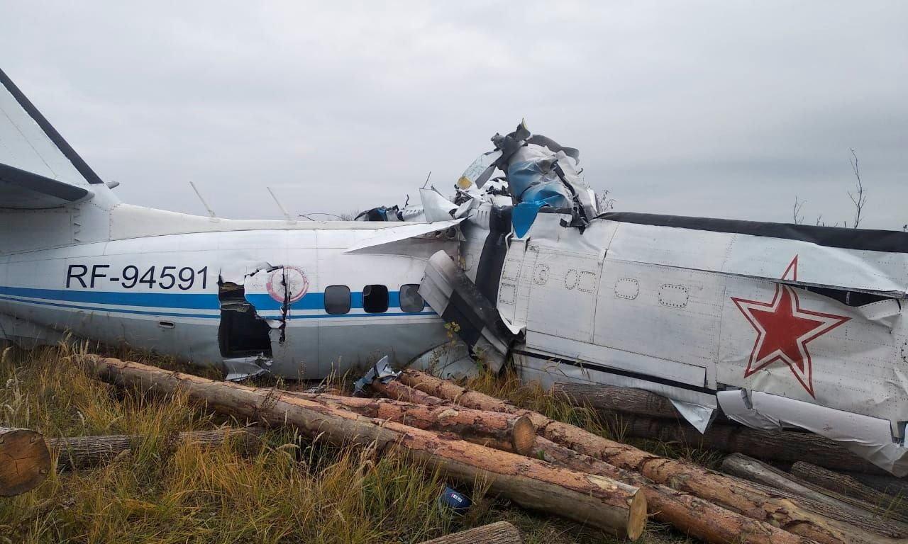 Mảnh vỡ chiếc L-410 bị rơi hôm nay tại thị trấn Menzelinsk, thuộc Cộng hòa Tatarstan của Nga. Ảnh: Bộ Tình trạng Khẩn cấp Nga.