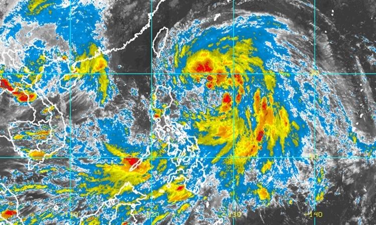 Ảnh vệ tinh cho thấy cơn bão Kompasu vào hồi 17h ngày 10/10. Ảnh: NOAA.