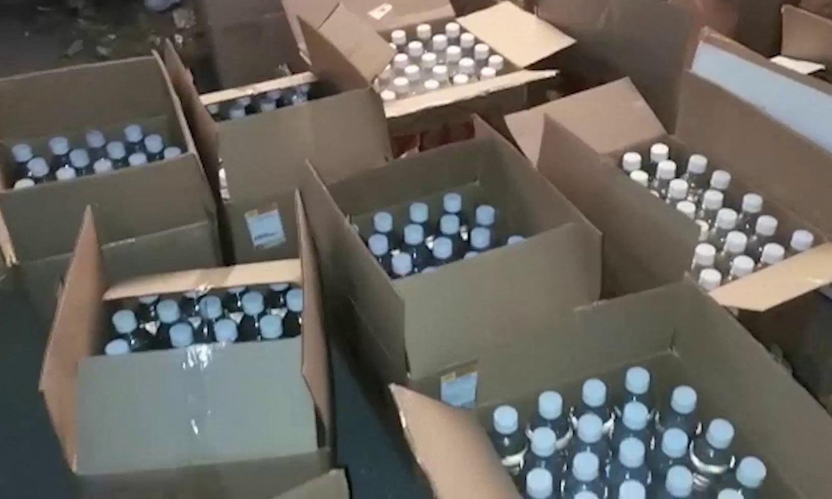 Số rượu bị giới chức thu giữ tại một nhà kho ở vùng Orenburg, Nga, hôm 8/10. Ảnh: Ủy ban Điều tra Nga.