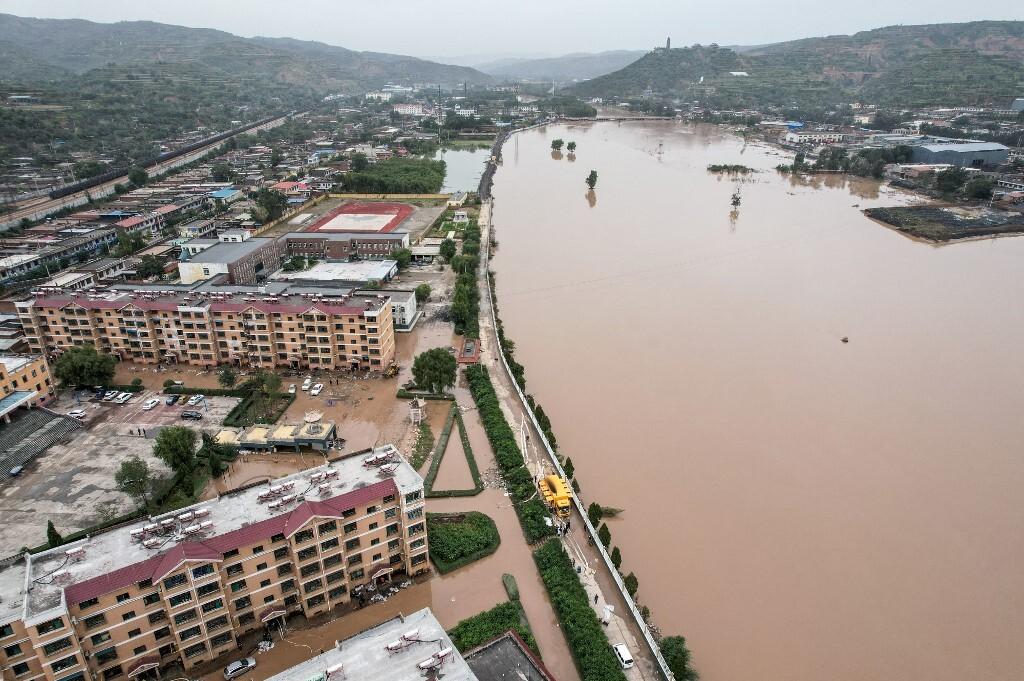 Lũ lụt gây ngập diện rộng ở Giới Hưu, thành phố Tấn Trung, tỉnh Sơn Tây, Trung Quốc hôm 10/10. Ảnh: AFP.