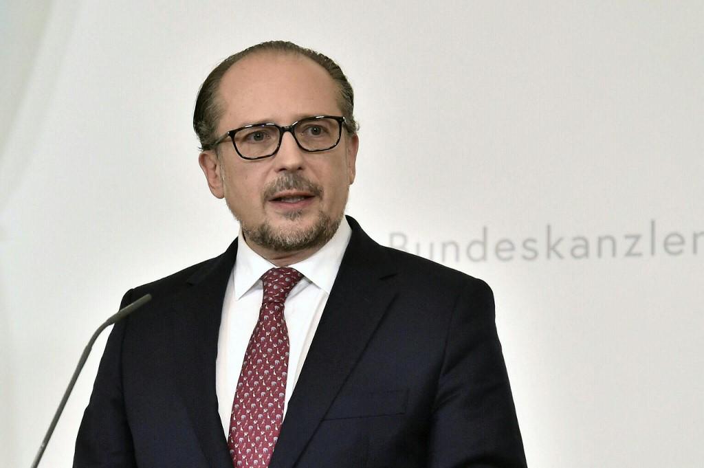 Tân thủ tướng Áo Alexander Schallenberg phát biểu tại Phủ thủ tướng ở Vienna, Áo, ngày 11/10. Ảnh: AFP