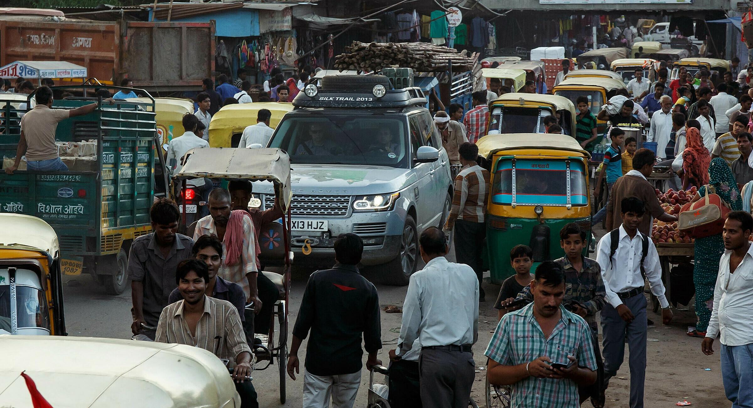 Giao thông đông đúc tại Ấn Độ. Ảnh: Carscoops