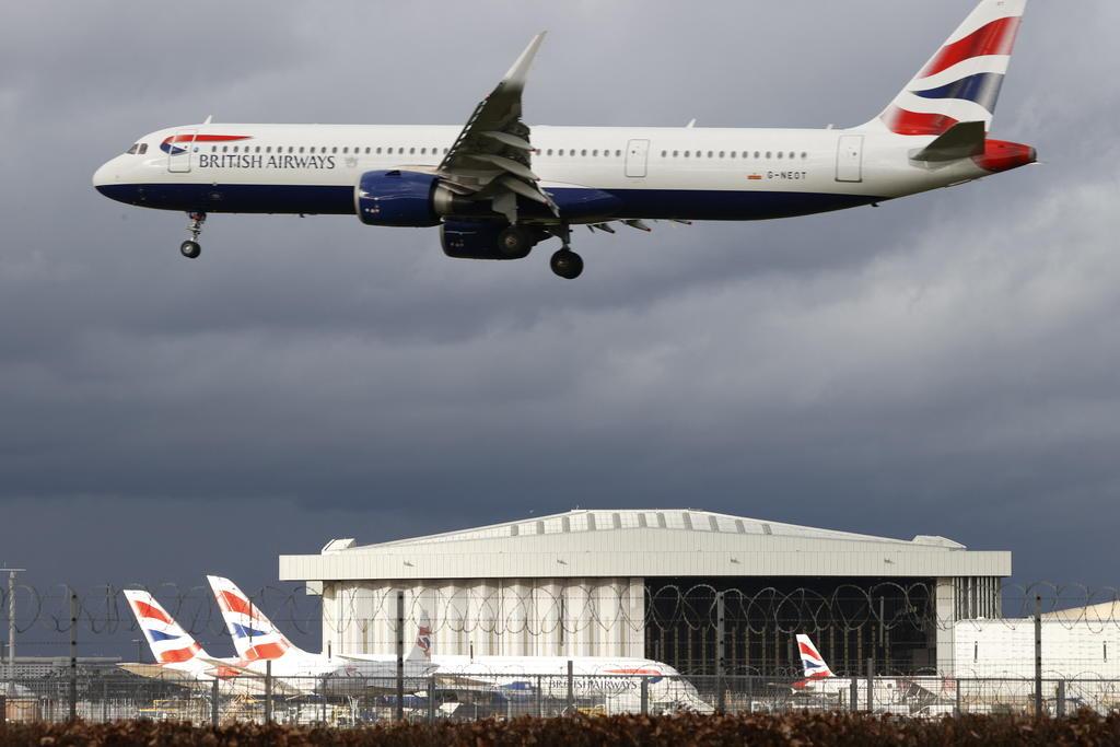 Máy bay British Airways cất cánh từ sân bay Heathrow, London, hồi tháng 2. Ảnh: AFP