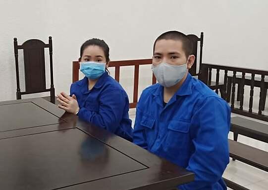 Bị cáo Hằng và Quí tại phiên xét xử sáng 1/10. Ảnh: Danh Lam