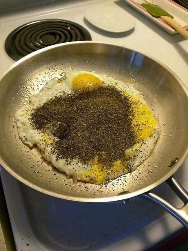 Trứng tắm hạt tiêu.