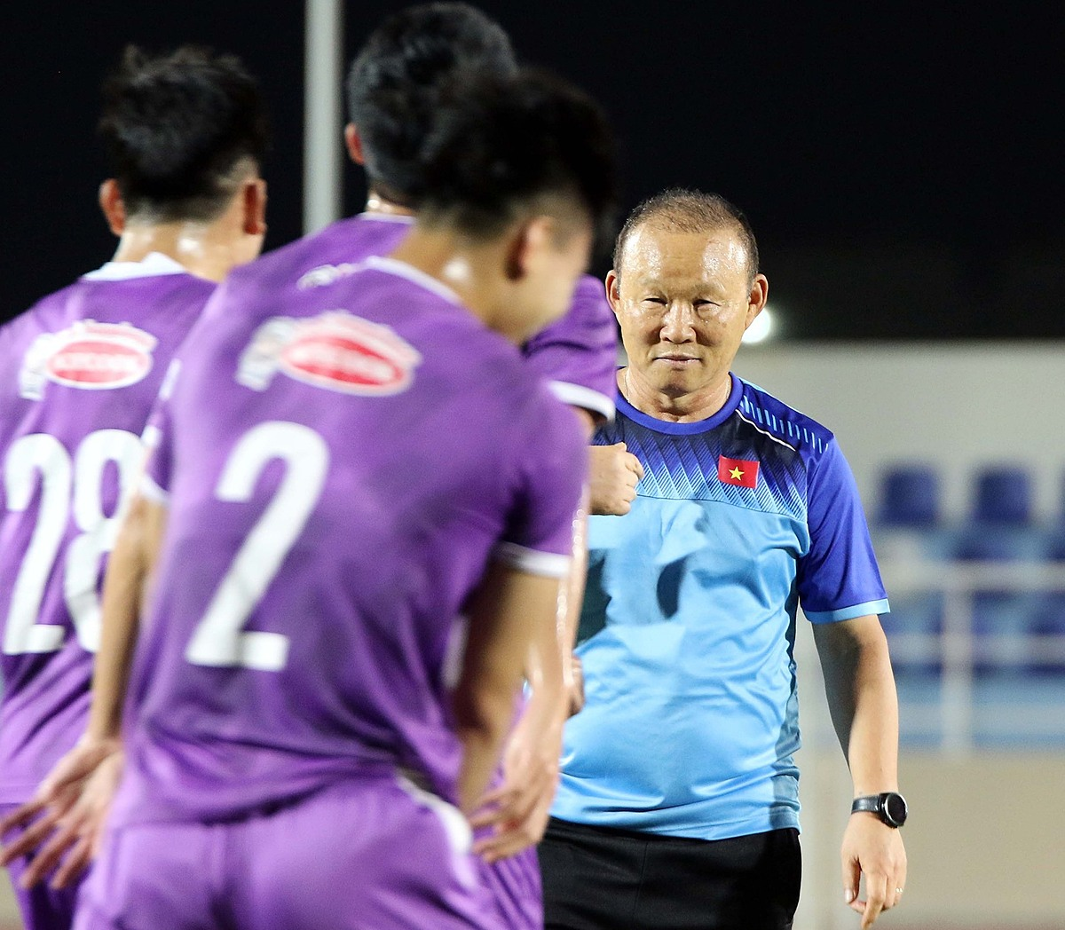 HLV Park và các học trò đang chịu nhiều áp lực sau trận thua Trung Quốc. Ảnh: VFF