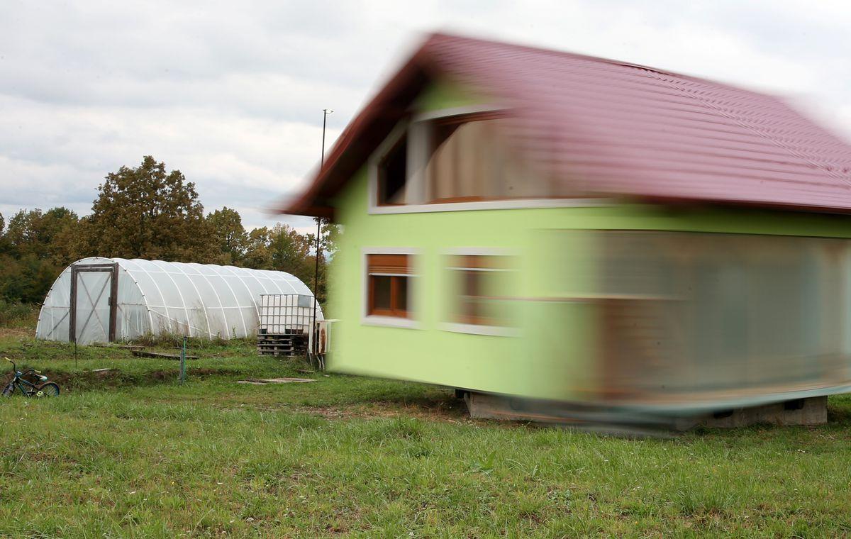Cụ ông xây nhà xoay 360 độ để chiều lòng vợ - 4