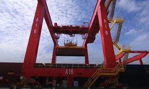 Cảng tự động có thể bốc dỡ 600 container một buổi sáng