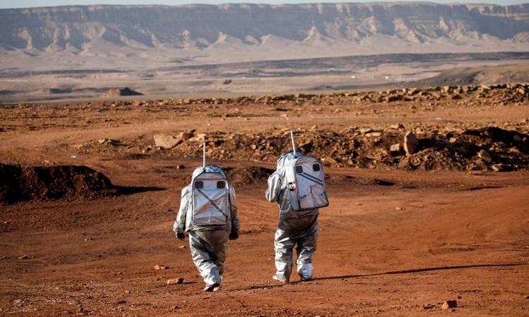 Các nhà khoa học tham gia thử nghiệm mô phỏng sao Hỏa của Áo và Israel. Ảnh: Reuters