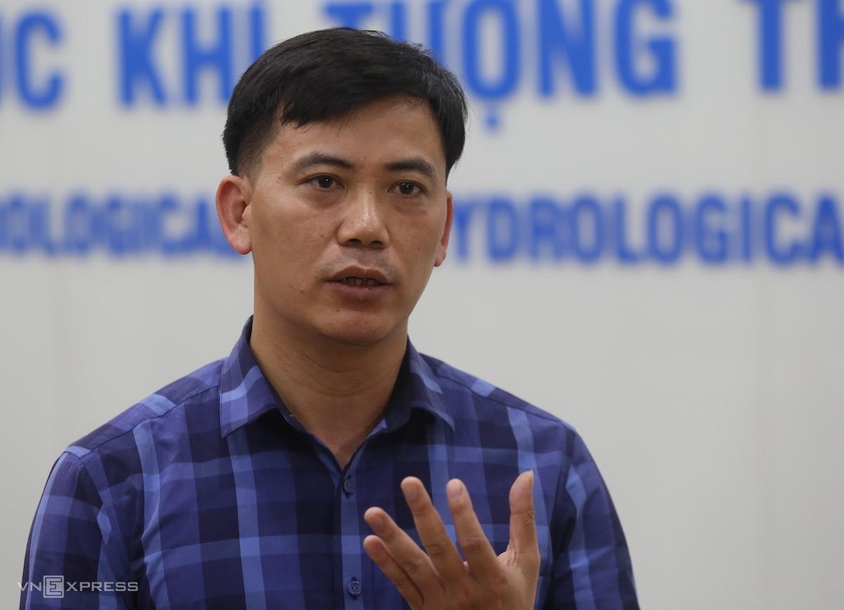 Ông Nguyễn Văn Hưởng nói về mưa bão những tháng cuối năm 2021. Ảnh: Gia Chính