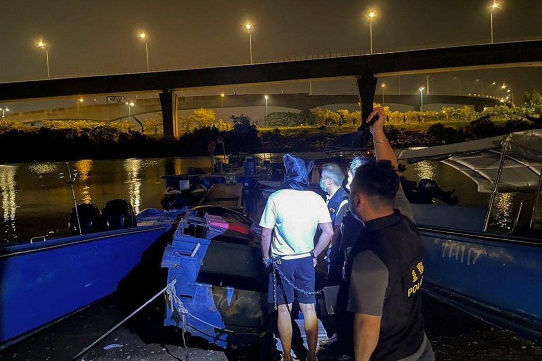 Cảnh sát Hong Kong bắt giữ nghi phạm buôn lậu hồi cuối tháng 9. Ảnh: Cảnh sát Hong Kong
