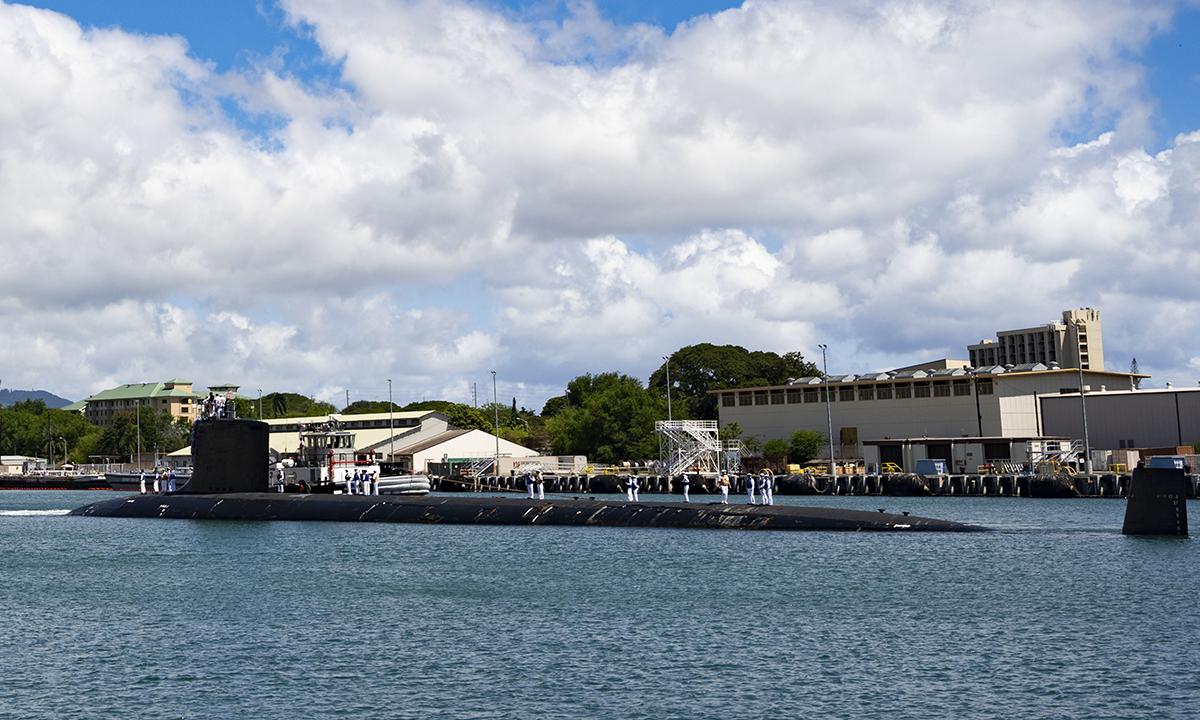 Tàu ngầm hạt nhân USS Illinois thuộc lớp Virgina cập Trân Châu Cảng, Hawaii ngày 13/9. Ảnh: US Navy.