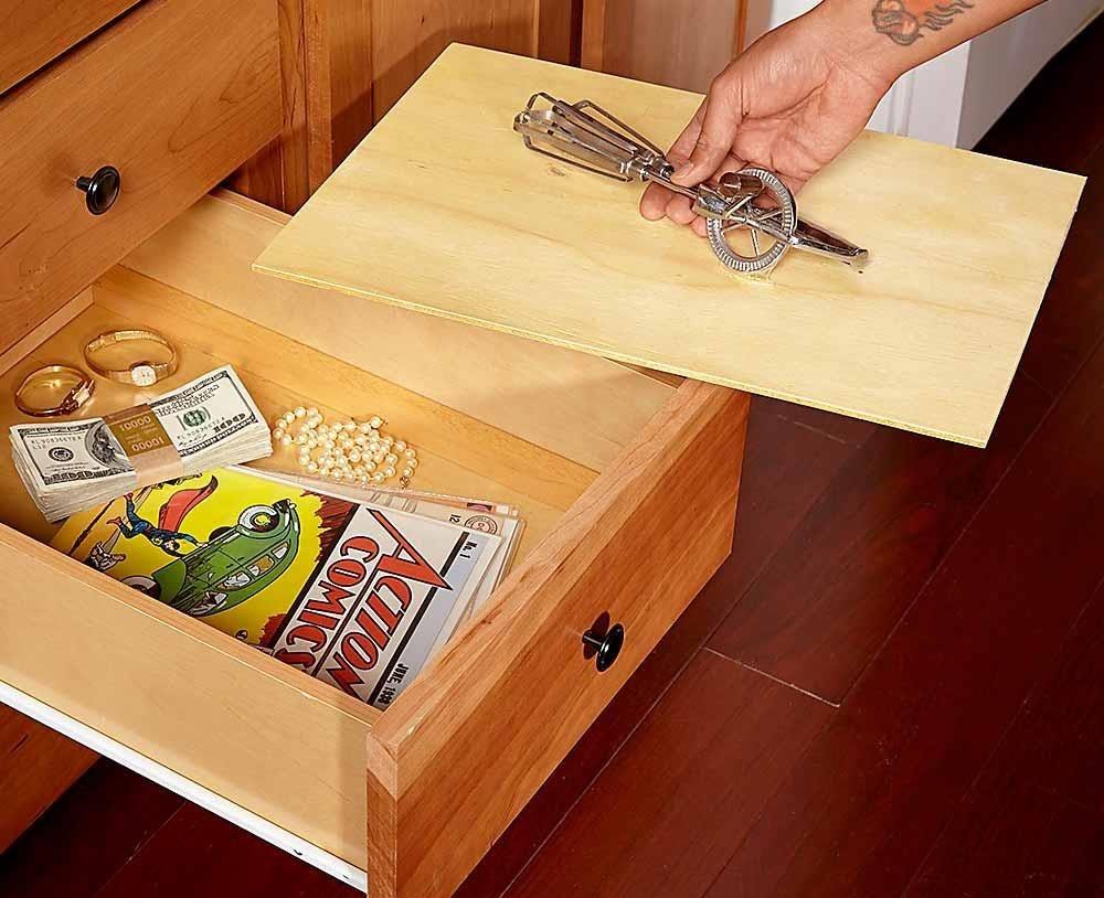 Ngăn bí mật trong tủ cũng là lựa chọn không tồi. Bạn nên chọn một ngăn kéo sâu để sự thay đổi độ sâu khi làm thêm vách không quá rõ ràng.
