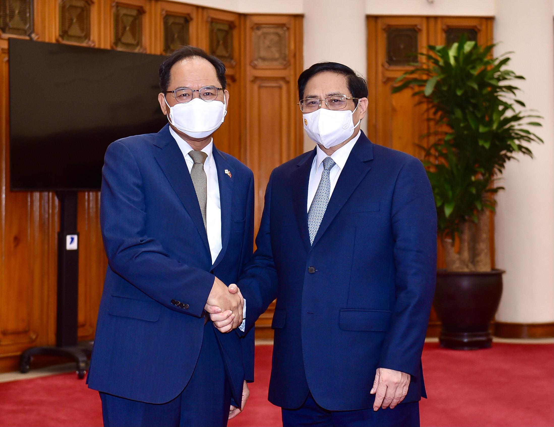 Thủ tướng Chính phủ Phạm Minh Chính tiếp Đại sứ Hàn Quốc tại Việt Nam Park Noh Wan, ngày 12/10. Ảnh: Nhật Bắc