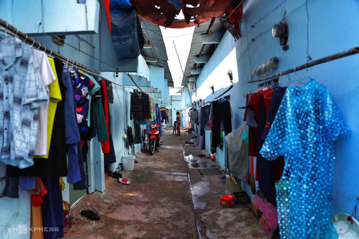 Một dãy phòng trọ của công nhân Khu công nghiệp Tân Tạo, TP HCM, thời điểm dịch chưa bùng phát. Ảnh: Hữu Khoa